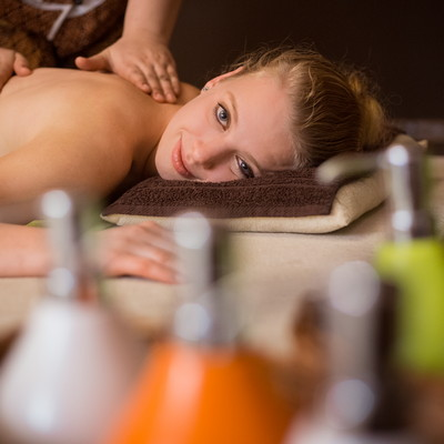 Aromatherapy Massage with aromatic oils and herbal heat packs