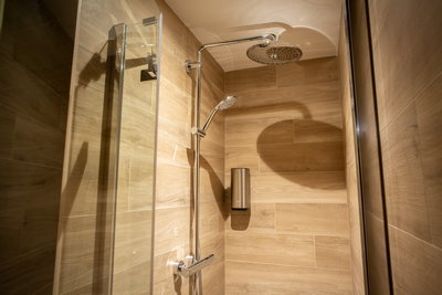 New space - shower in room F